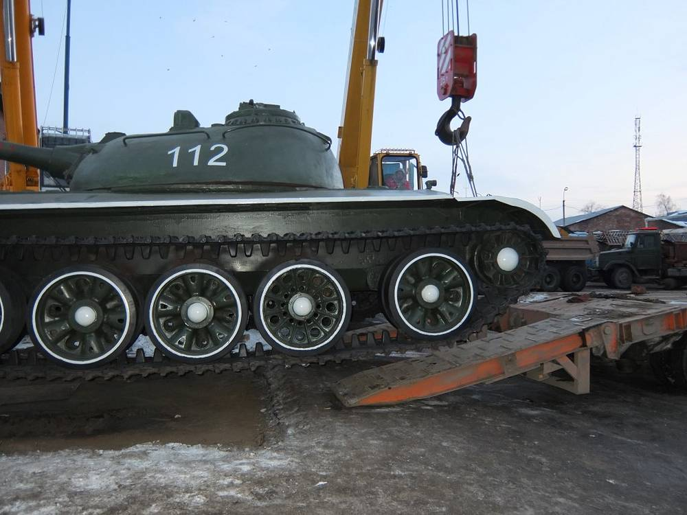 Установка танка Т-55 в парке Побуды в Уфе