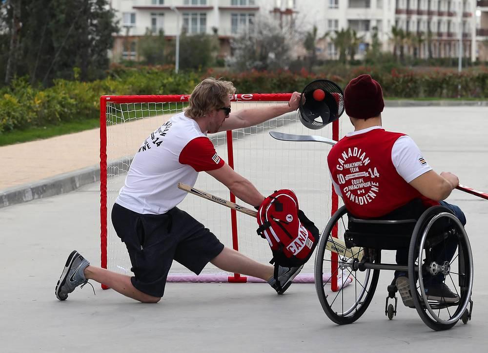 Участники паралимпийской сборной Канады по следж-хоккею
