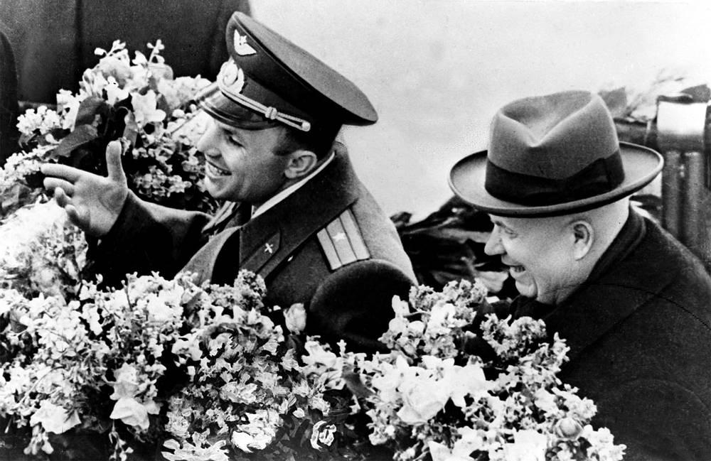 Юрий Гагарин и Никита Хрущев, 14 апреля 1961 года