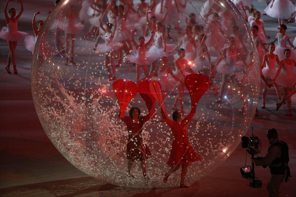 Танец балерин в постановке хореографа Ильи Ларионова совместно с Брином Уолтерсом