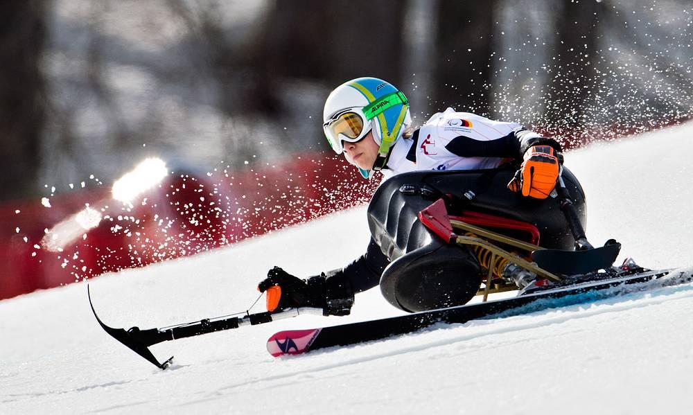 """Немецкая горнолыжница Анна Шаффельхубер завоевала золото Паралимпийских игр в супергиганте в категории """"сидя"""""""
