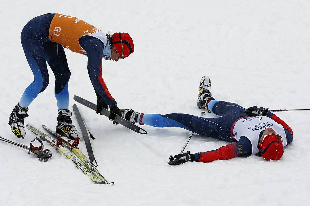 "Серебро в спринте в категории ""с нарушением зрения"" выиграла Елена Ремизова (справа)"