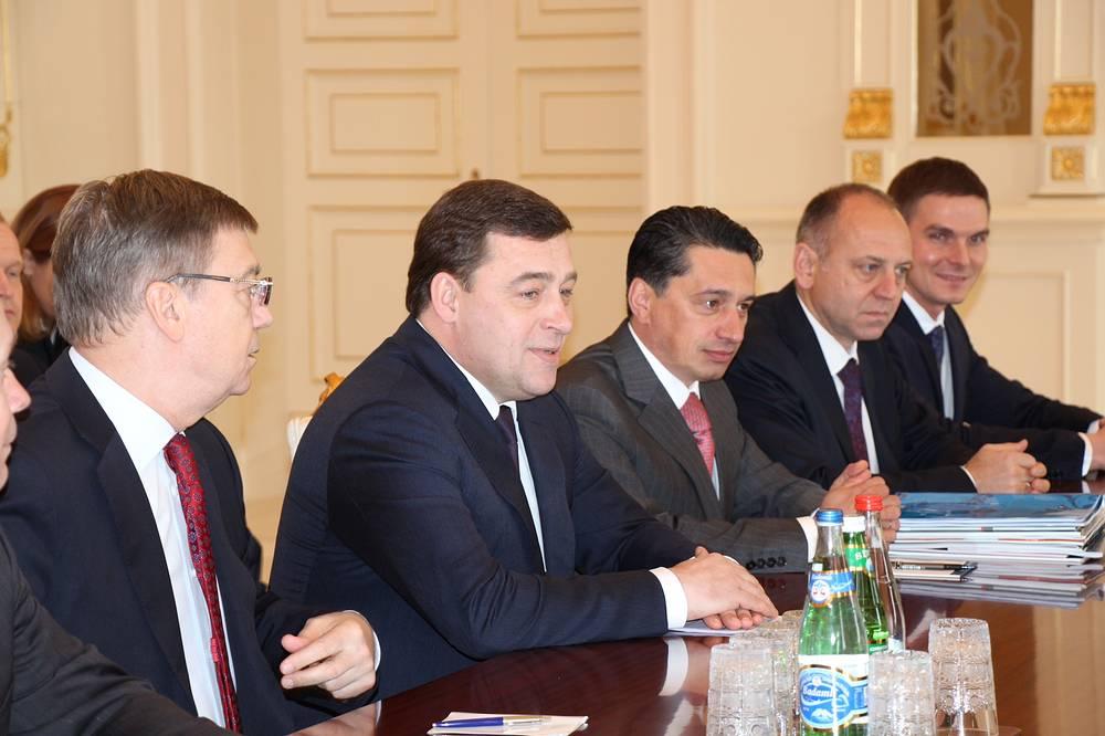 Во время встречи президента Азербайджана Ильхама Алиева и губернатора Свердловской области Евгения Куйвашева (второй слева)