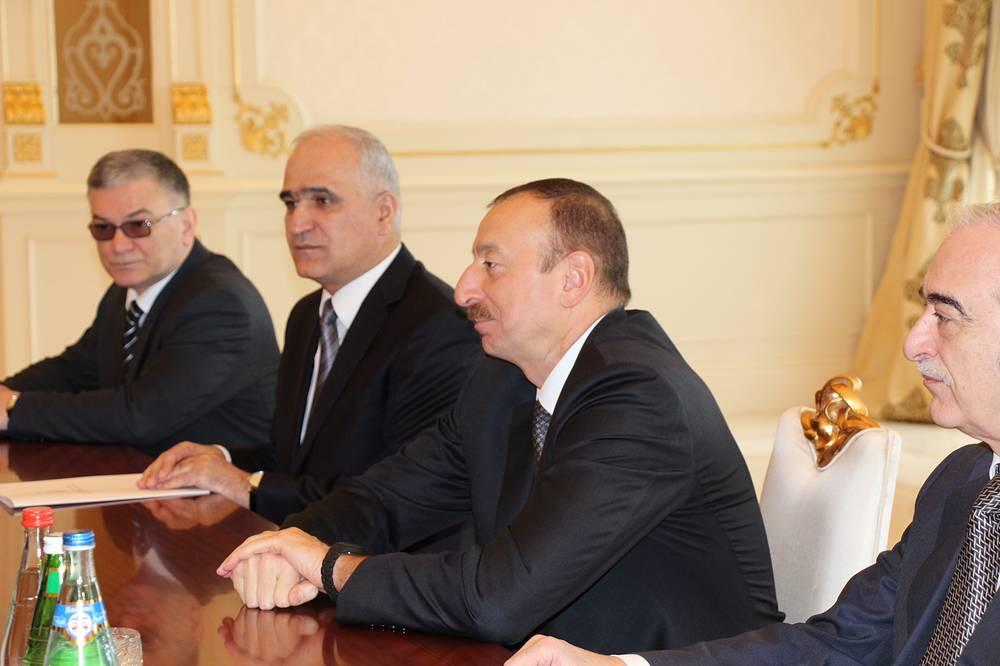 Во время встречи президента Азербайджана Ильхама Алиева (второй справа) и губернатора Свердловской области Евгения Куйвашева