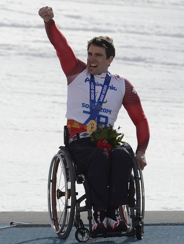 """Швейцарский горнолыжник Кристоф Кунц выиграл золотую медаль Паралимпиады в Сочи в гигантском слаломе в категории """"сидя"""""""
