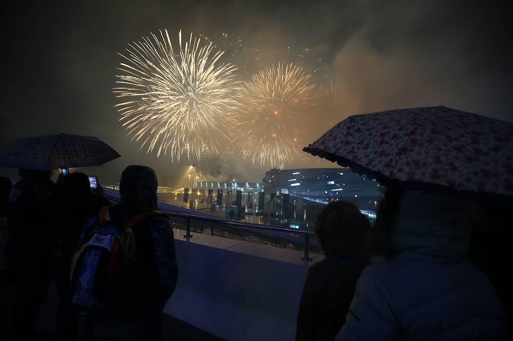 Церемония закрытия зимних Паралимпийских игр в Сочи завершилась грандиозным фейерверком