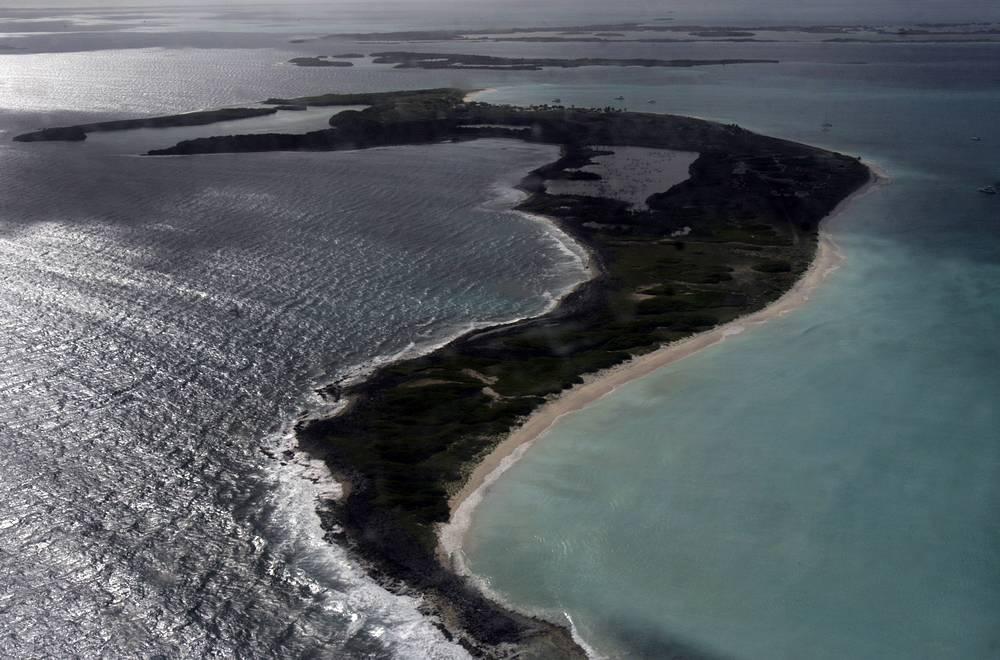В этот момент самолет находился в районе архипелага Лос-Рокес