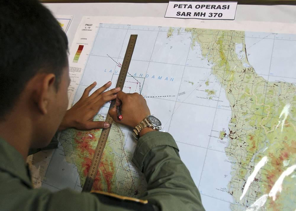 Связь с самолетом была  потеряна примерно через два часа после вылета из столицы Малайзии. По данным информагентств, самолет изменил маршрут и направился в сторону Андаманских и Никобарских островов