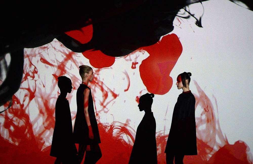 Шоу японского дизайнера Сары Араи (Аraisara)