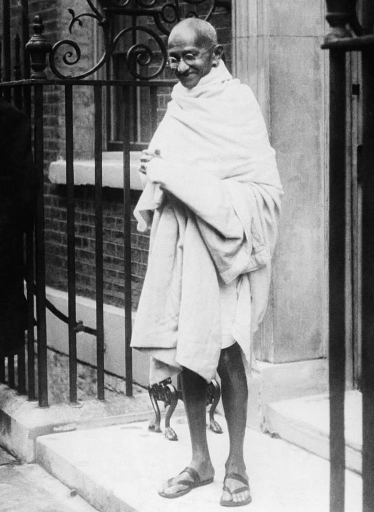 """Махатма Ганди с детства был вегетарианцем, в подростковом возрасте пробовал """"бунтовать"""" против этой традиции, но, познав вкус мяса, испытал отвращение"""