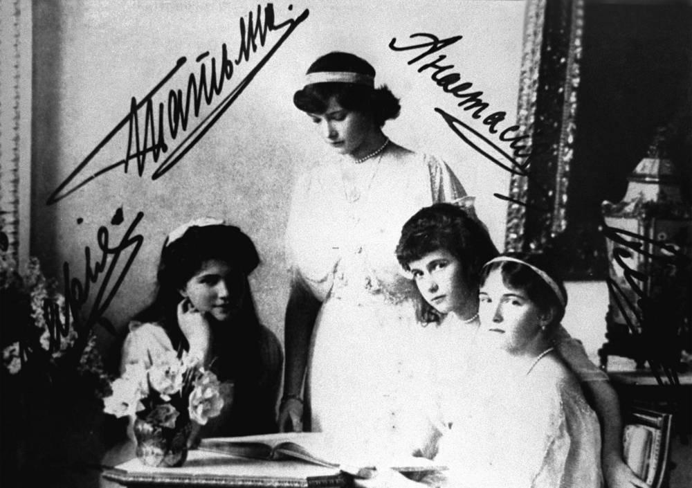 Семья царя Никалая II. Великие княжны: Мария, Татьяна, Анастасия, Ольга (слева направо). 1914 год