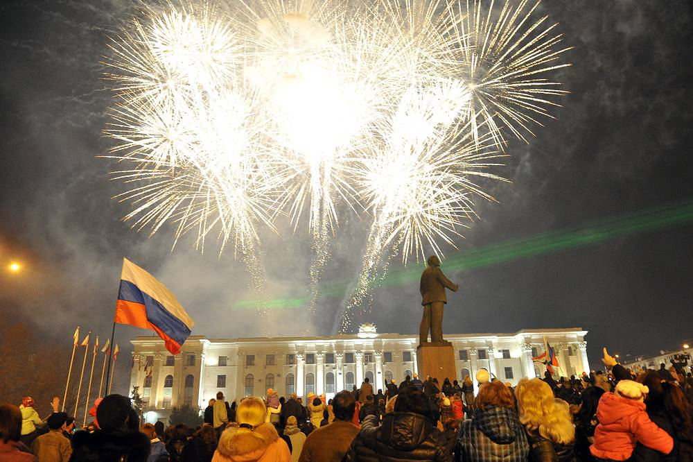 Праздничный салют, посвященный включению республики Крым и Севастополя в состав России