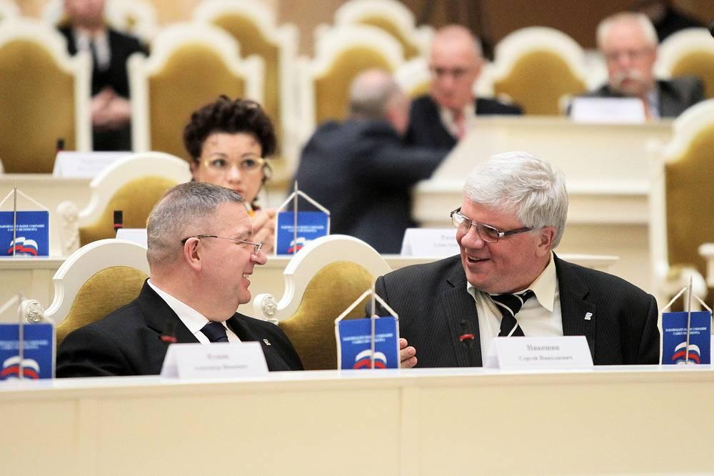 Депутаты Законодательного собрания  Сергей  Никешин и  Сергей Анденко (справа)