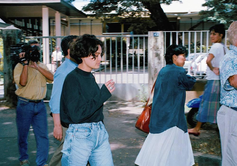 Личная жизнь почти всех детей Брандо сложилась неудачно. Одна из его дочерей страдала шизофренией и покончила с собой в 25 лет. На фото: дочь Марлона Брандо Шайен Брандо перед слушанием дела об убийстве ее бойфренда Дага Дроллета, 1992 г.