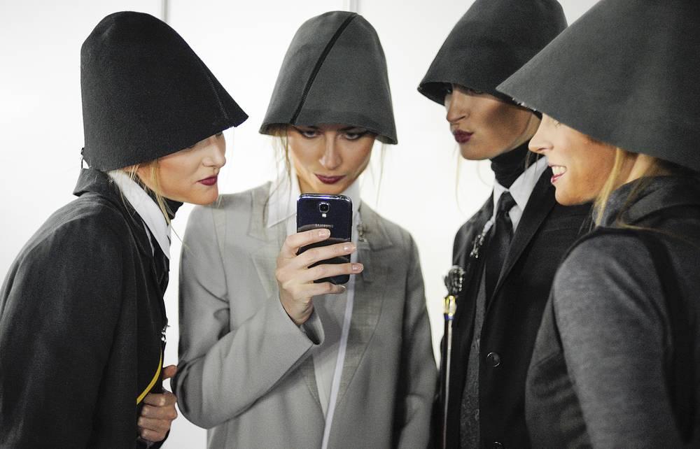 Бэкстейдж модного показа во время Недели моды