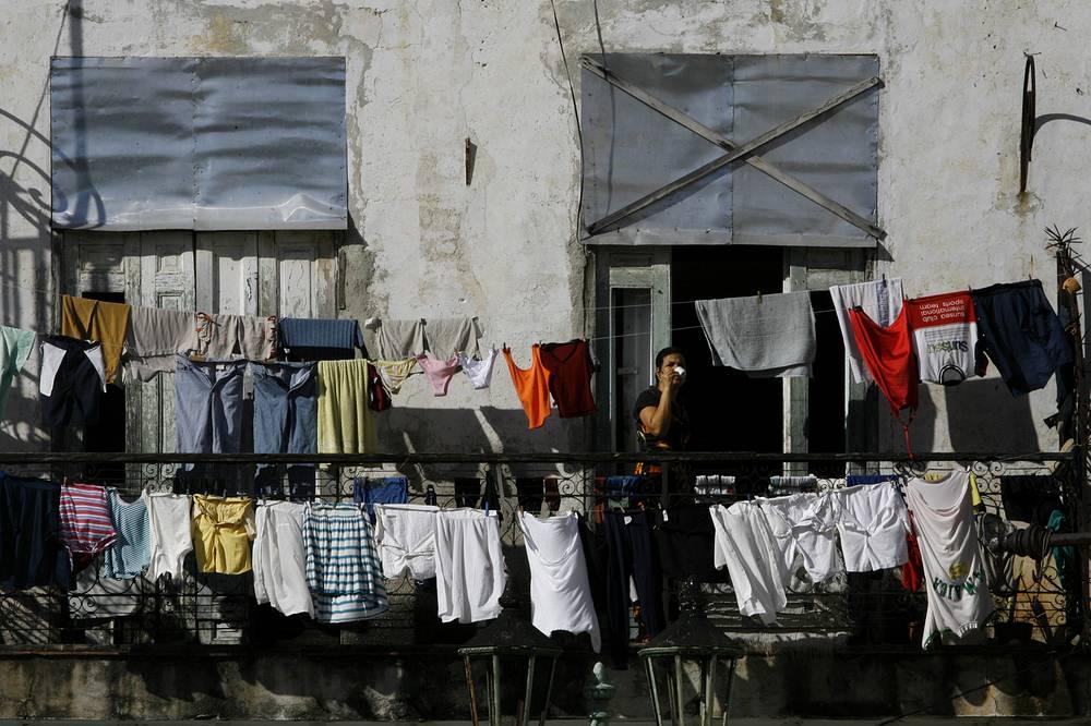 Вывешенное на улицу белье - типичная картинка из жизни кубинской столицы