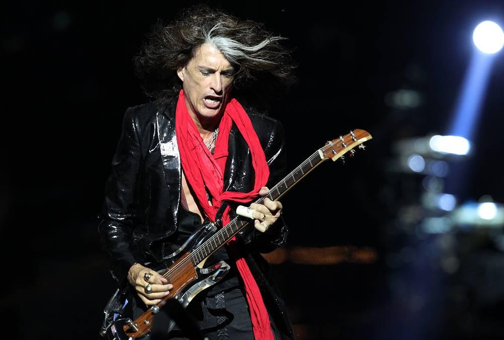 Гитарист Джо Перри