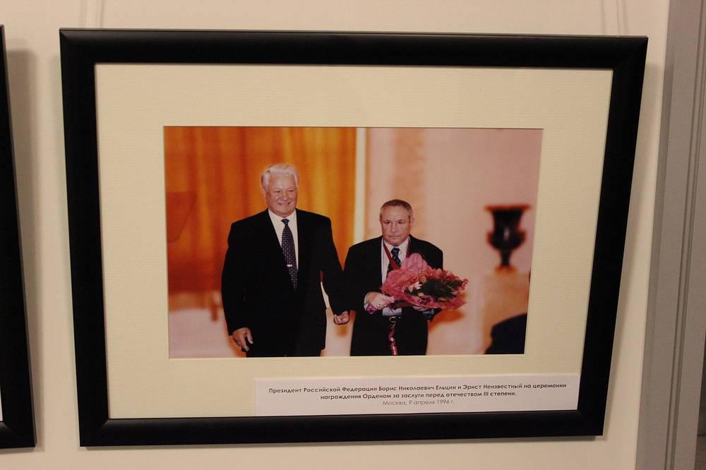 Президент России Борис Ельцин и Эрнст Неизвестный. Москва. 9 апреля 1996 года