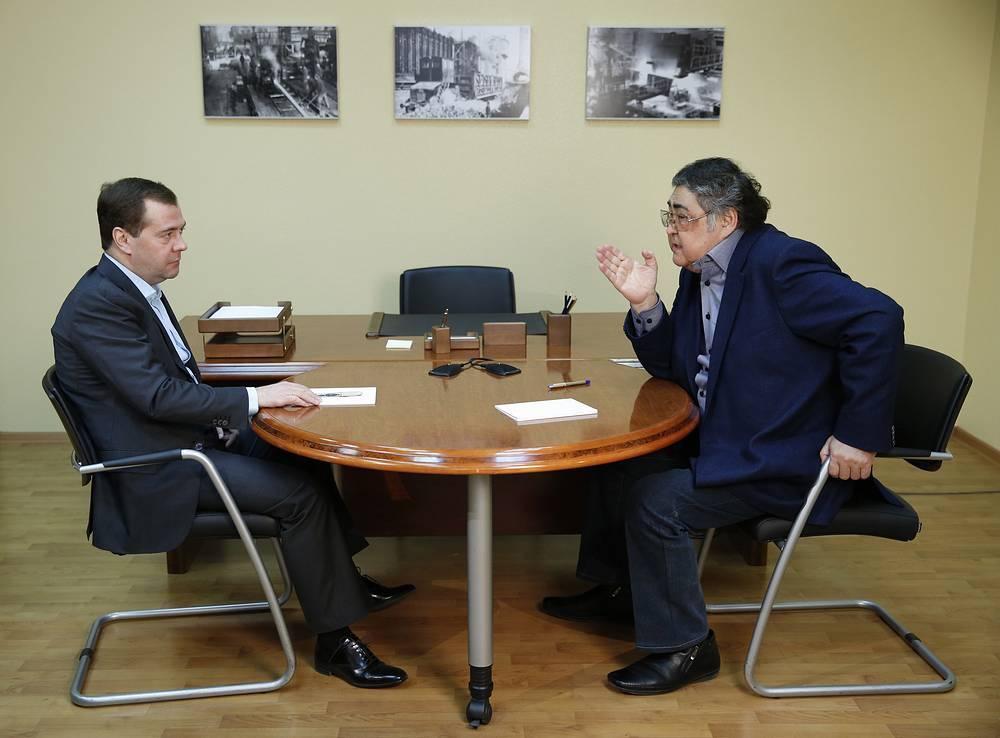 Премьер-министр РФ Дмитрий Медведев и губернатор Кемеровской области Аман Тулеев