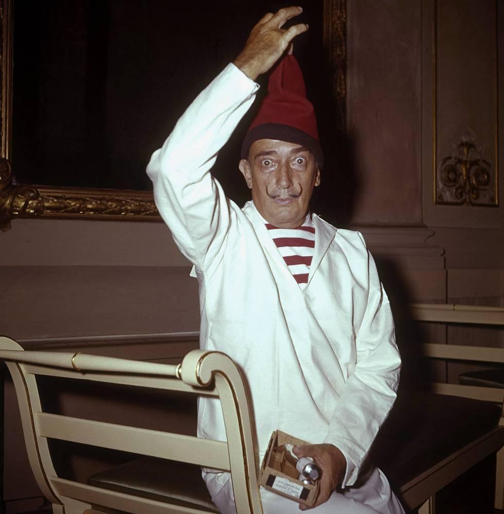 Болезнь Паркинсона была диагностирована у Сальвадора Дали в 1981 году. 23 января 1989 года выдающийся живописец и скульптор скончался в возрасте 84 лет