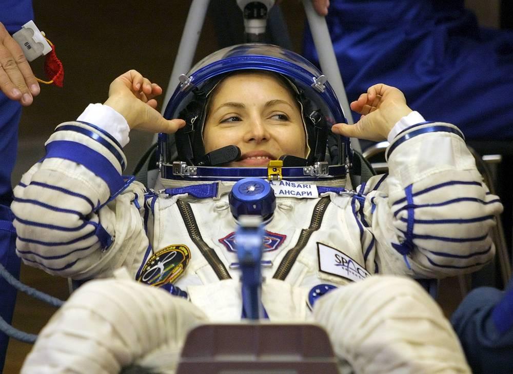Американка Аньюша Ансари находилась на МКС с 20 по 28 сентября 2006 года. Заплатила за полет $20 млн. На МКС Ансари провела ряд экспериментов в рамках научной программы Европейского космического агентства