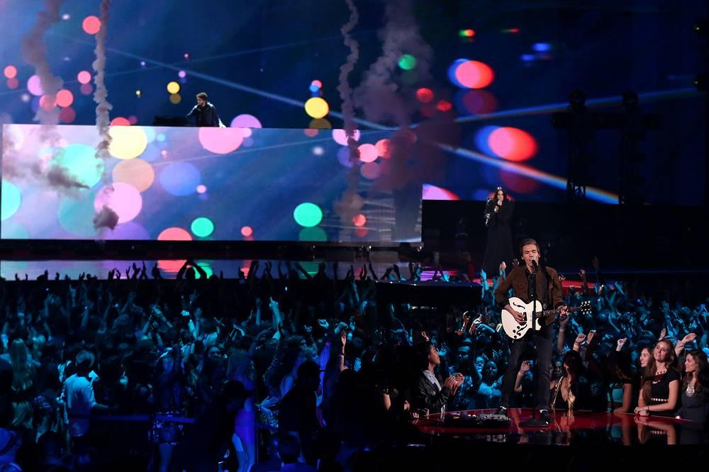 Выступление музыканта Мэттью Кома в рамках MTV Movie Awards