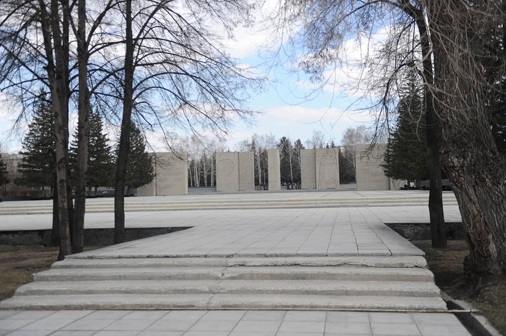 Мемориальный ансамбль «Монумент Славы», посвященный подвигу сибиряков в Великой Отечественной войне - одна из главных работ Чернобровцева, 1967 год