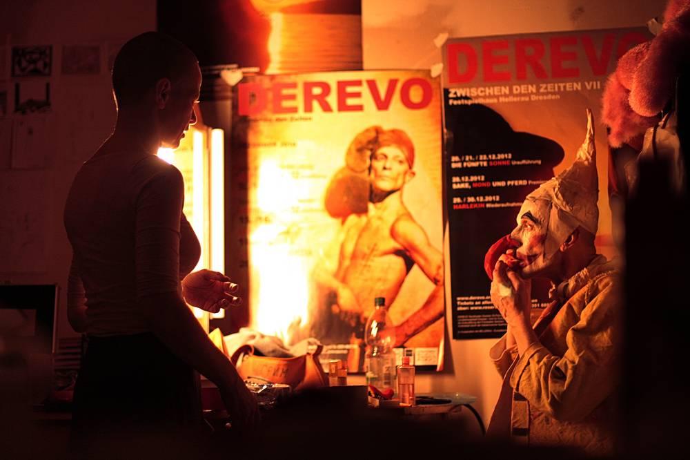 "Антон Адасинский в гримерке перед спектаклем ""Die 5. Sonne""."