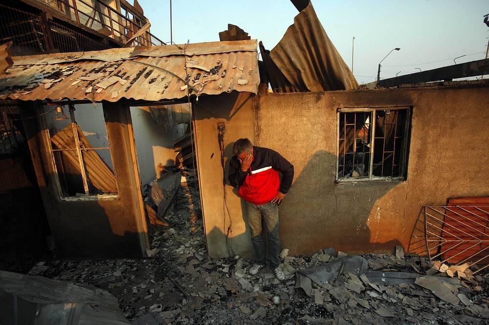 В результате пожаров свыше 10 тыс. человек были эвакуированы, 8 тыс. из них остались без крыши над головой