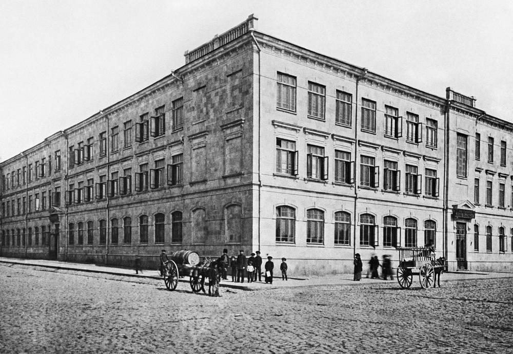 Пушкинская школа в Баку. Россия. 1913 год