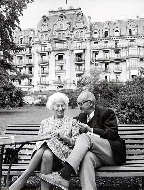 Владимир Набоков и Вера Слоним в гостинице Montreux Palace Hotel на берегу Женевского озера, 1967 год
