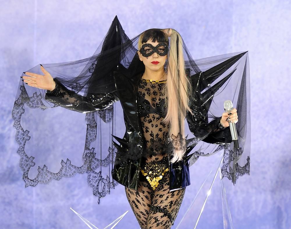 """Леди Гага в шоу """"Доброе утро, Америка!"""", Нью-Йорк, 2011 год"""