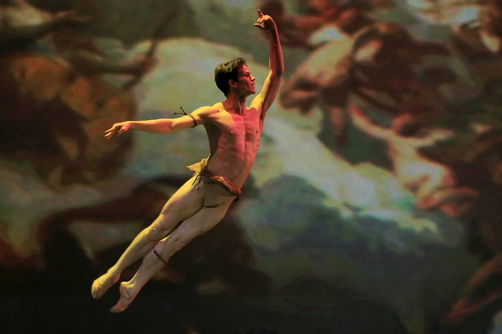 """Йоэль Кареньо во время исполнения па де де из балета """"Эсмеральда"""""""