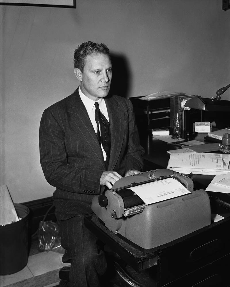 Несмотря на то что бывший вице-президент США Альберт Гор никогда не поддерживал войну во Вьетнаме, в 1971 году он провел там несколько месяцев в качестве военного журналиста, после чего был демобилизован. На фото: Альберт Гор, март 1955 года