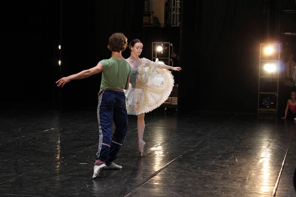 Солисты балета Большого театра России Ольга Смирнова и Семен Чудин на репетиции Гала-концерта