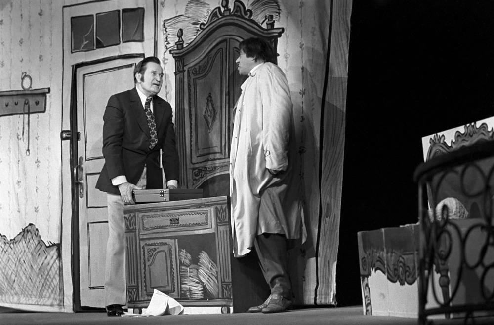 """Спектакль """"Театральная фантазия"""".  На фото: актер Николай Гриценко и Владимир Этуш, 1974 год"""