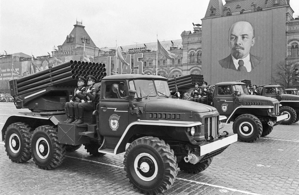 Очередной парад 9 мая был проведен к 40-летию Победы - в 1985 году