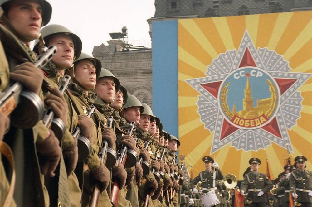 9 мая 1995 года на Красной площади был воспроизведен исторический Парад Победы 1945 года