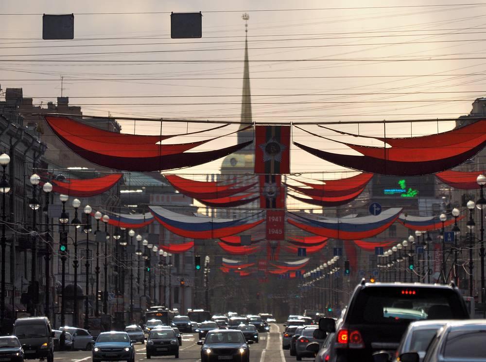 Праздничное украшение Невского проспекта