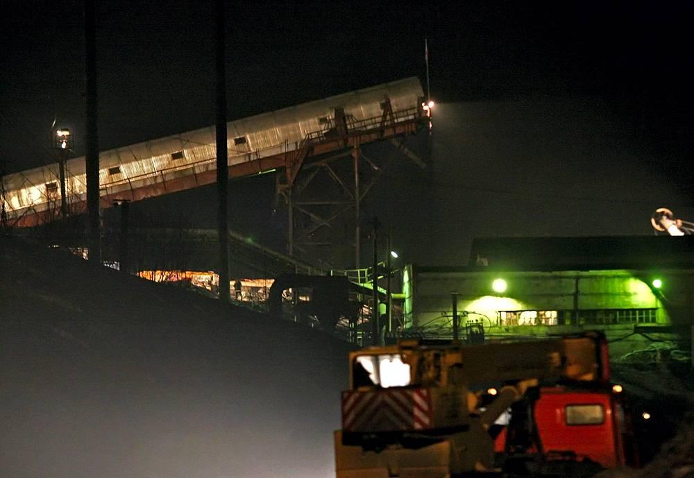 """19 марта 2007 года на шахте """"Ульяновская"""" в Кузбассе (Россия) произошел выброс большого количества метана. В результате катастрофы погибли 110 человек, среди них - почти все руководство шахты и один гражданин Великобритании. Живыми были подняты на поверхность 93 шахтера"""