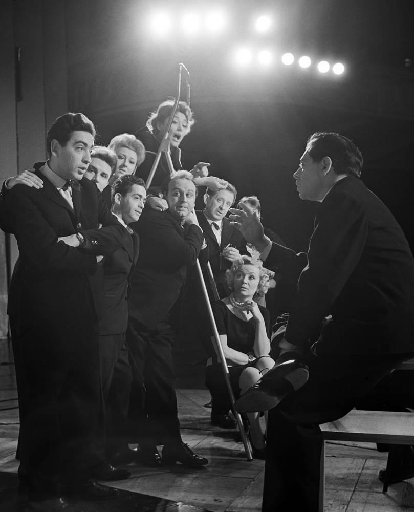 Репетиция в Театре миниатюр Аркадия Райкина. Справа Райкин, третий слева Карцев, 1963 год