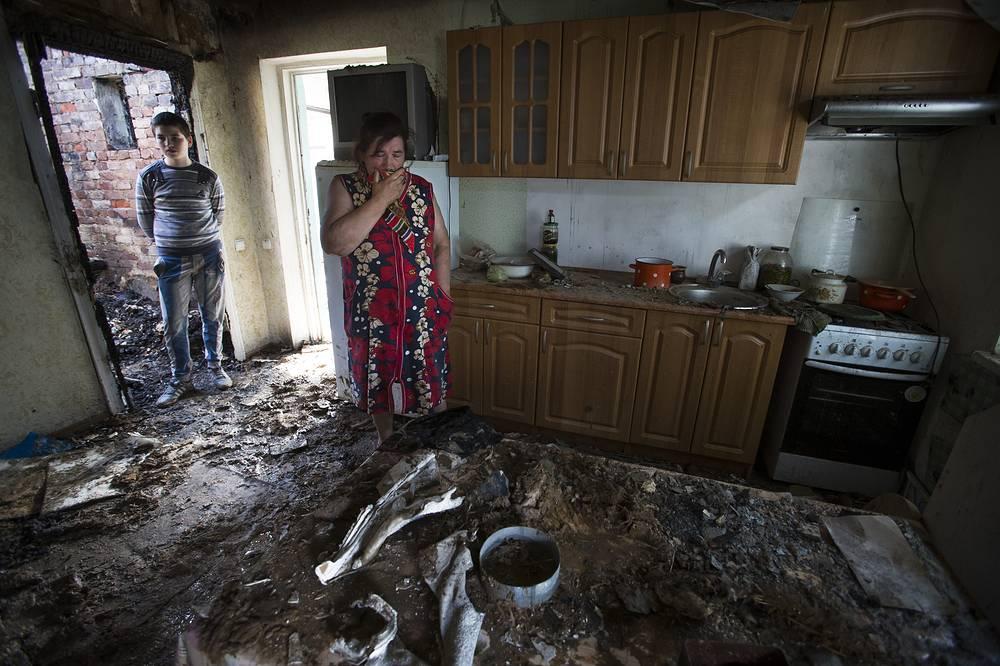 Екатерина Лень в разрушенном доме