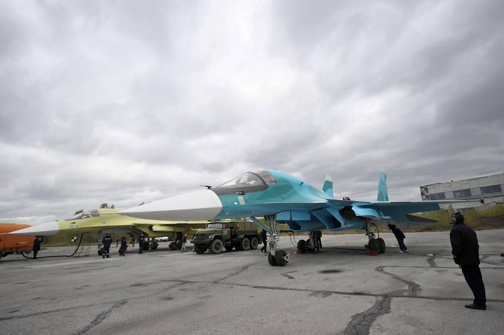 Фронтовые бомбардировщики Су-34, произведенные на новосибирском авиационном заводе (НАЗ) имени В.П. Чкалова, во время предполетной подготовки