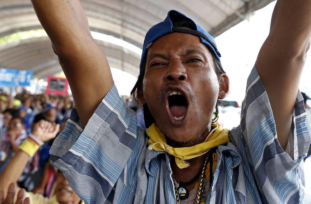 В Бангкоке, где протестные движения не прекращаются уже полгода, за это время несколько раз вводился и отменялся режим чрезвычайного положения