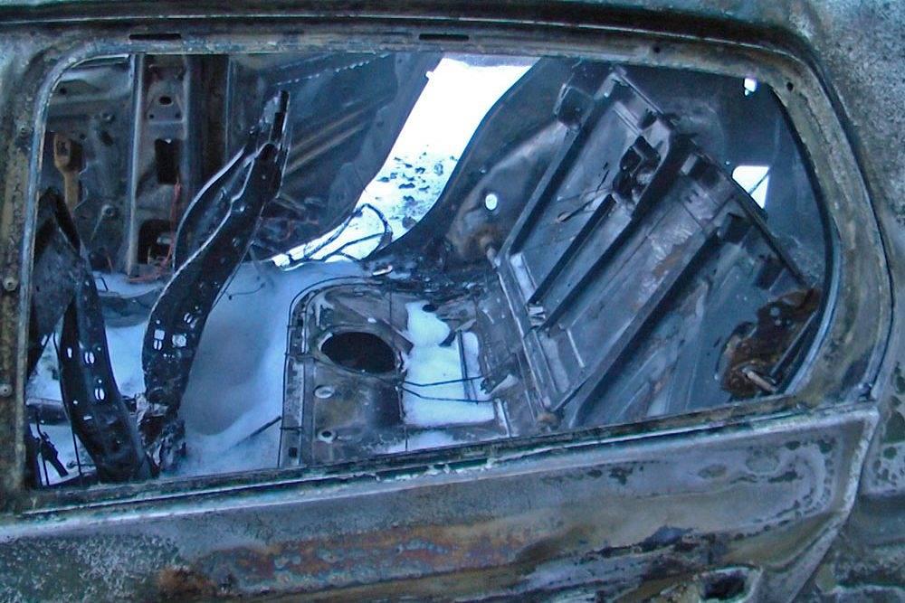 В Екатеринбурге в воскресенье утром неизвестные сожгли три автомобиля