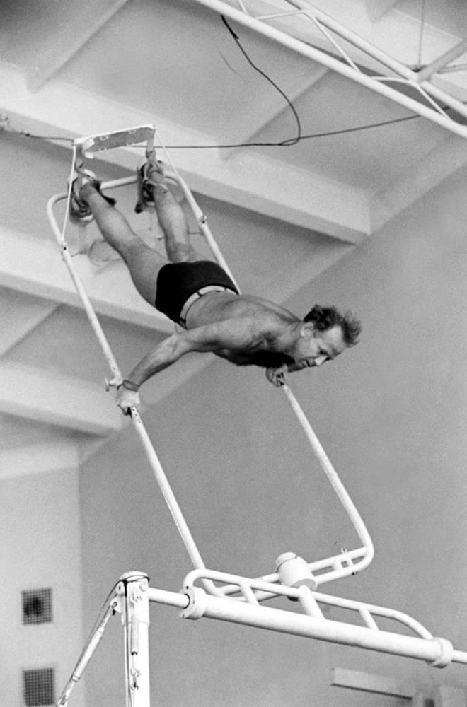 Леонов на предполетных тренировках, 1964 год