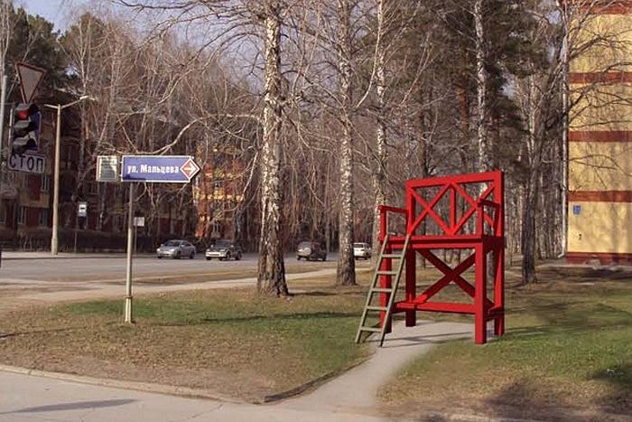 Красная лавка высотой 4 метра