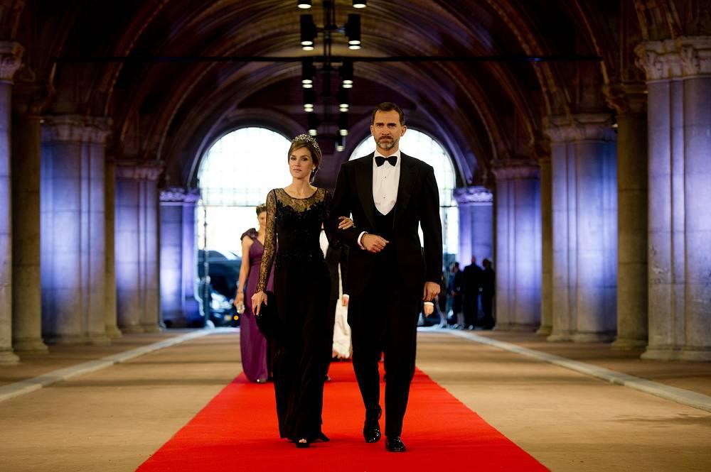 Принц Астурийский Фелипе и принцесса Летисия во время банкета датской королевской семьи, 2013 год