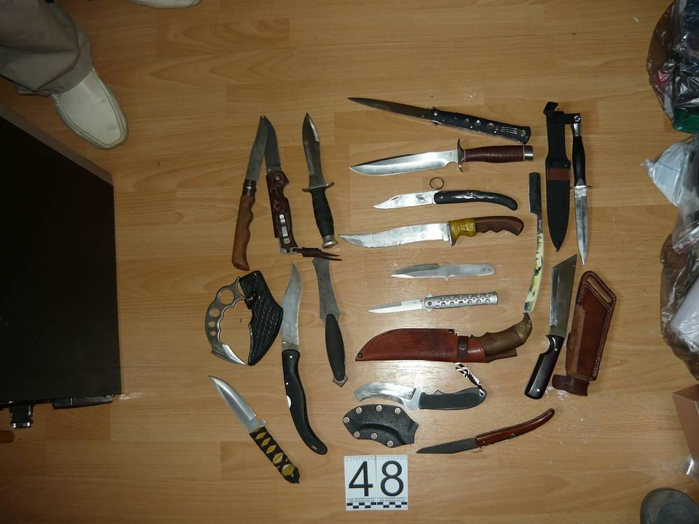 Оружие, изъятое у членов банды