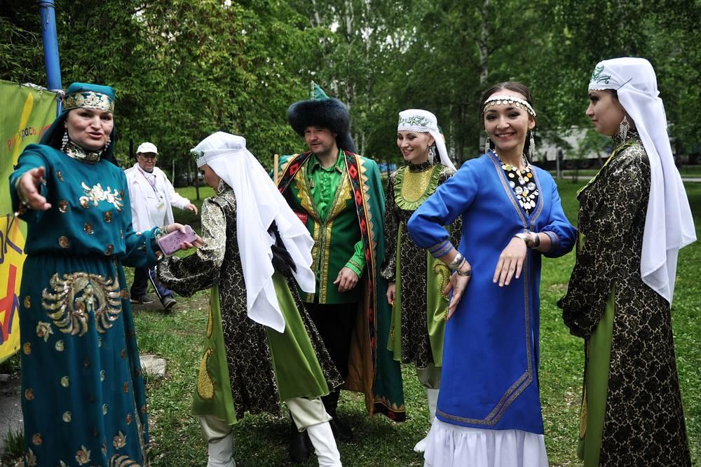 На Сабантуй в Новосибирске собрались представители татар из восьми регионов Сибирского федерального округа, а также  делегация из Татарстана